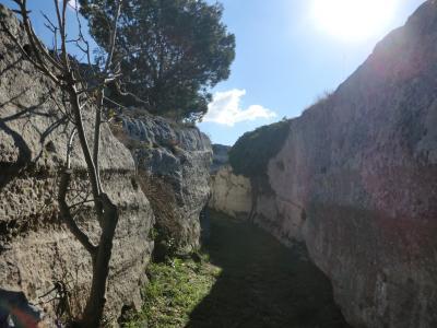 洞窟教会への道