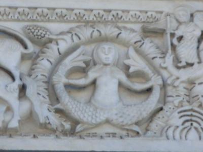 サン・ミケーレ・イン・フォロ教会の人魚