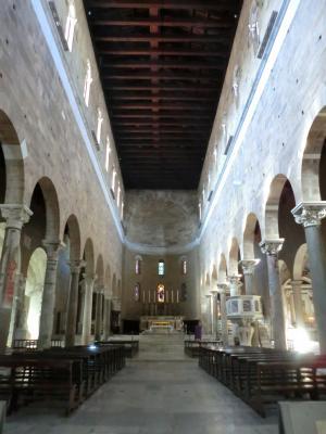 サン・フレディアーノ教会内部