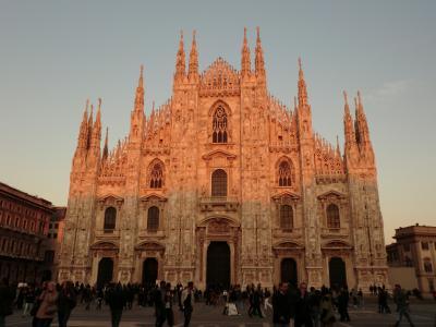 夕陽の中のミラノ大聖堂