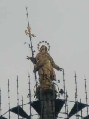 ミラノ ドゥオーモ てっぺんのマリア像