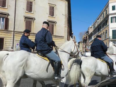 ローマ 馬に乗った警官