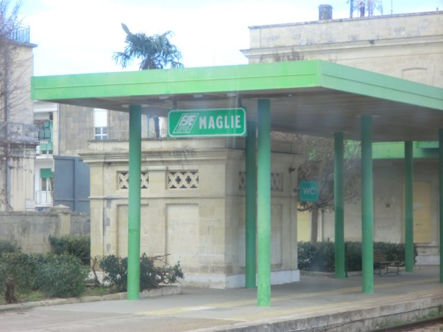 Maglie駅