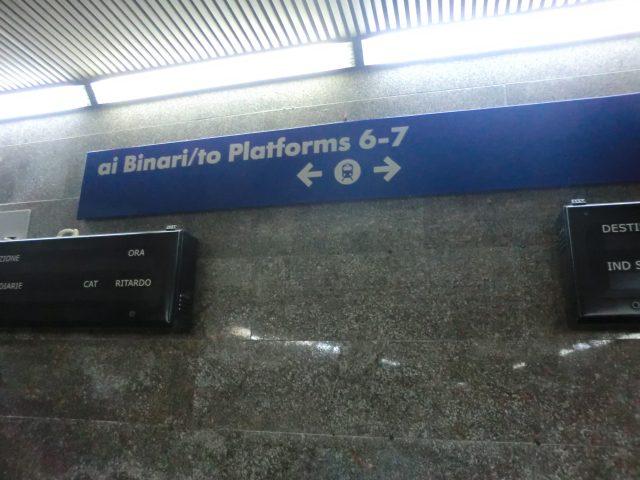 レッチェ駅の表示
