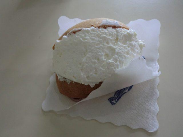 ペスカーラの生クリームパン