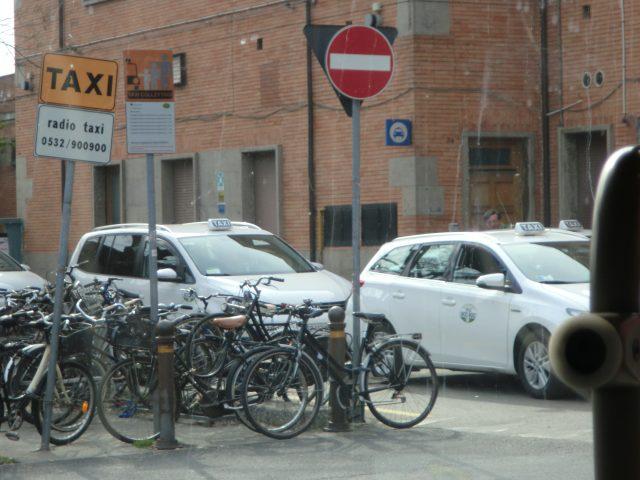 フェラーラの駅前