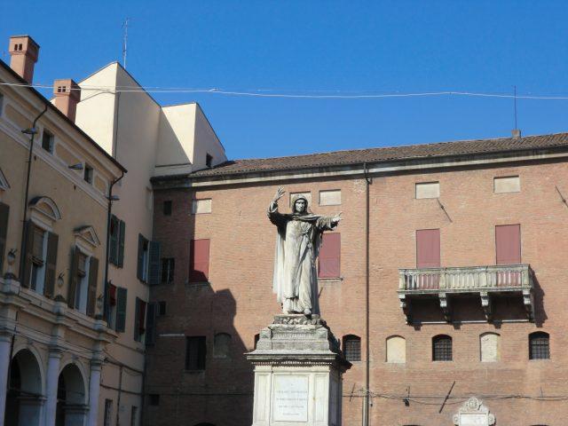 フェラーラのサヴォナローラ像