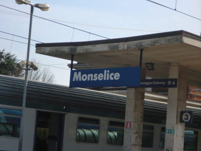 モンセリーチェ駅