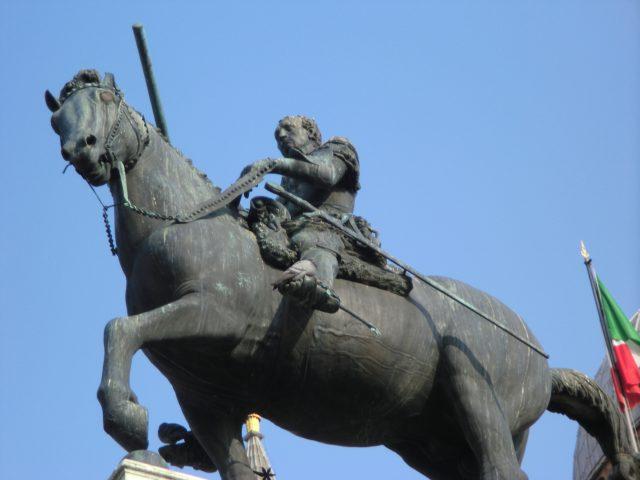 パドヴァ ガッタメラータ騎馬像