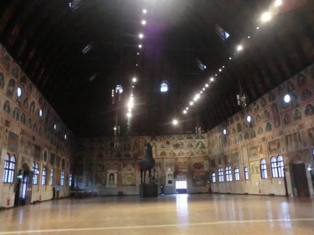 パドヴァ ラジョーネ宮