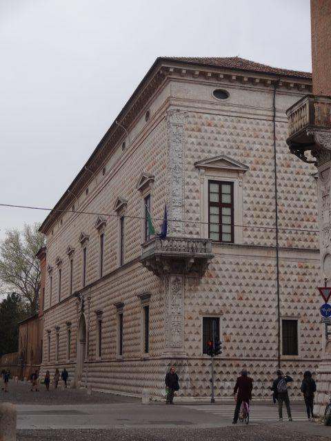 フェラーラ ディアマンティ宮