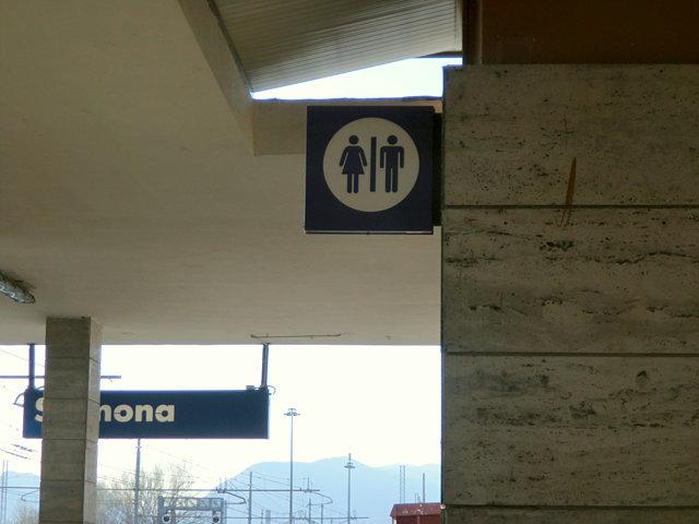 スルモーナ駅